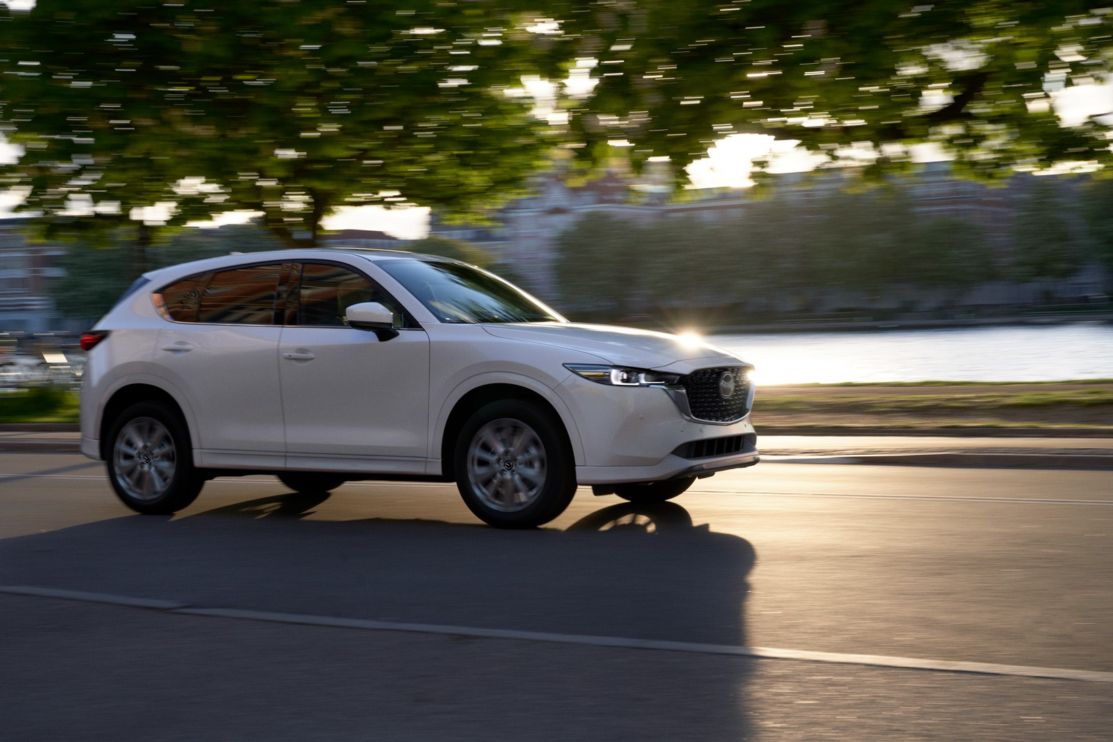 Shortly after the Chinese Ministry of Industry revealed the patent photos of the refreshed Mazda CX-5, the crossover SUV has debuted on official terms. Read on to discover what the international version brings to the table.