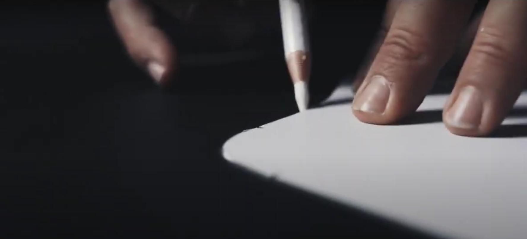 Фирма Lamborghini выложила в Твиттере короткий ролик, демонстрирующий старинные приборы и процесс обивки кожей винтажного автомобильного интерьера.