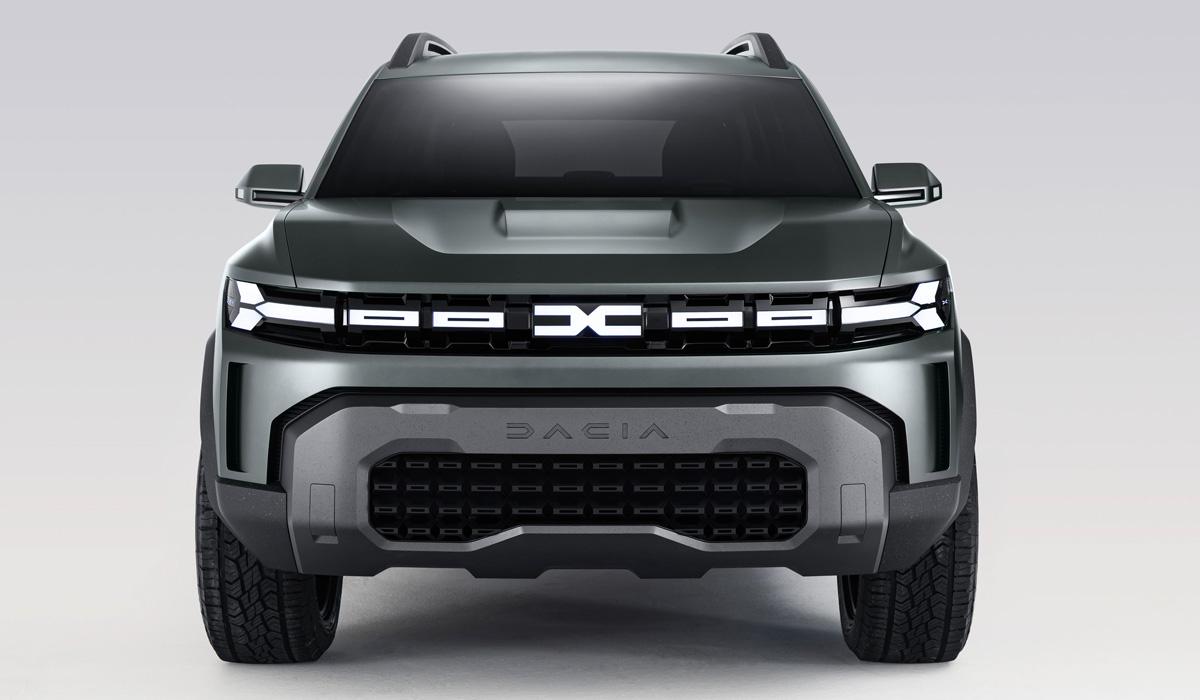 Руководитель марки Dacia Дени ле Вот на выступлении в Бухаресте заявил, что Duster третьей генерации будет «грубым и жёстким», а крупный Bigster окажется комфортнее в дальних поездках. Несмотря на отличия в характере и позиционировании, обе модели получат одну архитектуру.