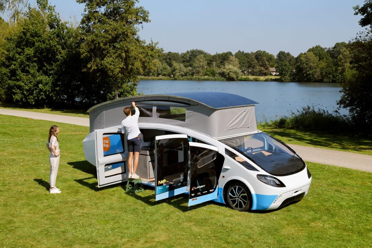 Специалисты стартапа Solar Team Eindhoven (Нидерланды) показали электрический дом на колёсах Stella Vita, полностью работающий на солнечной энергии.