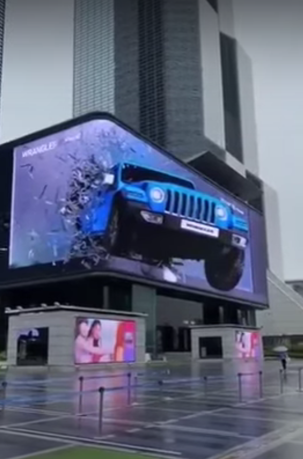 A video recently filmed somewhere in China shows a rather breathtaking way to advertise the Jeep Wrangler on a giant 3D display mounted at the corner of a building.
