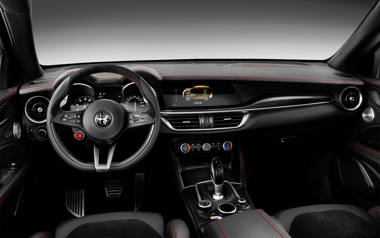 Грядущие новинки Alfa Romeo ограничатся лишь самыми нужными экранами: об этом сказал новый босс марки Жан-Филипп Импарато в разговоре с сотрудниками французской радиостанции.