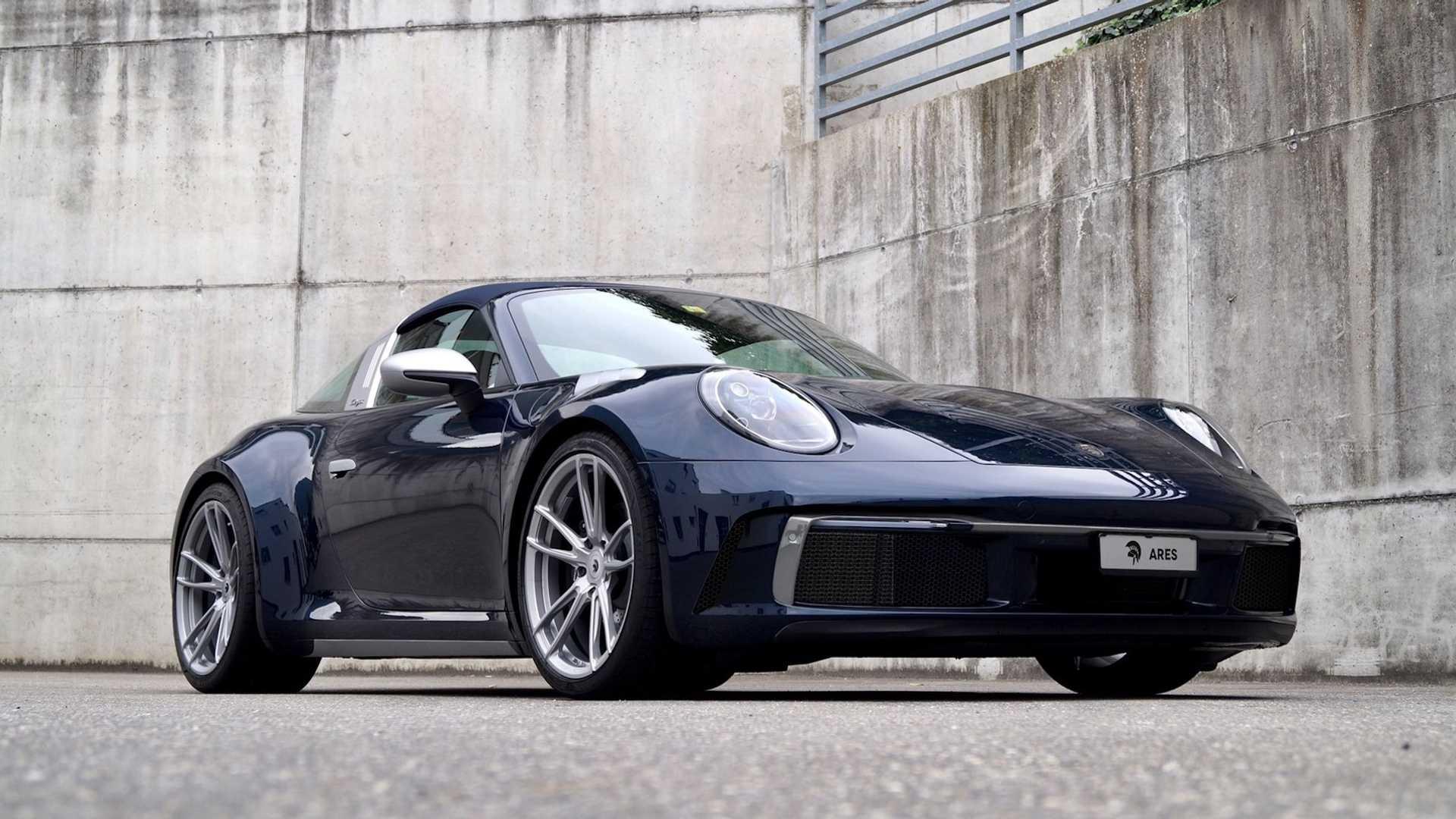 Доработка спорткаров Porsche в кузове тарга – пожалуй, самое интересное направление работы тюнинг-ателье Ares Design из Италии. Нам уже доводилось видеть настоящие произведения искусства на базе 964 Targa и 991 GT3 Targa, а теперь подоспело время и новейшей модели с индексом 992.