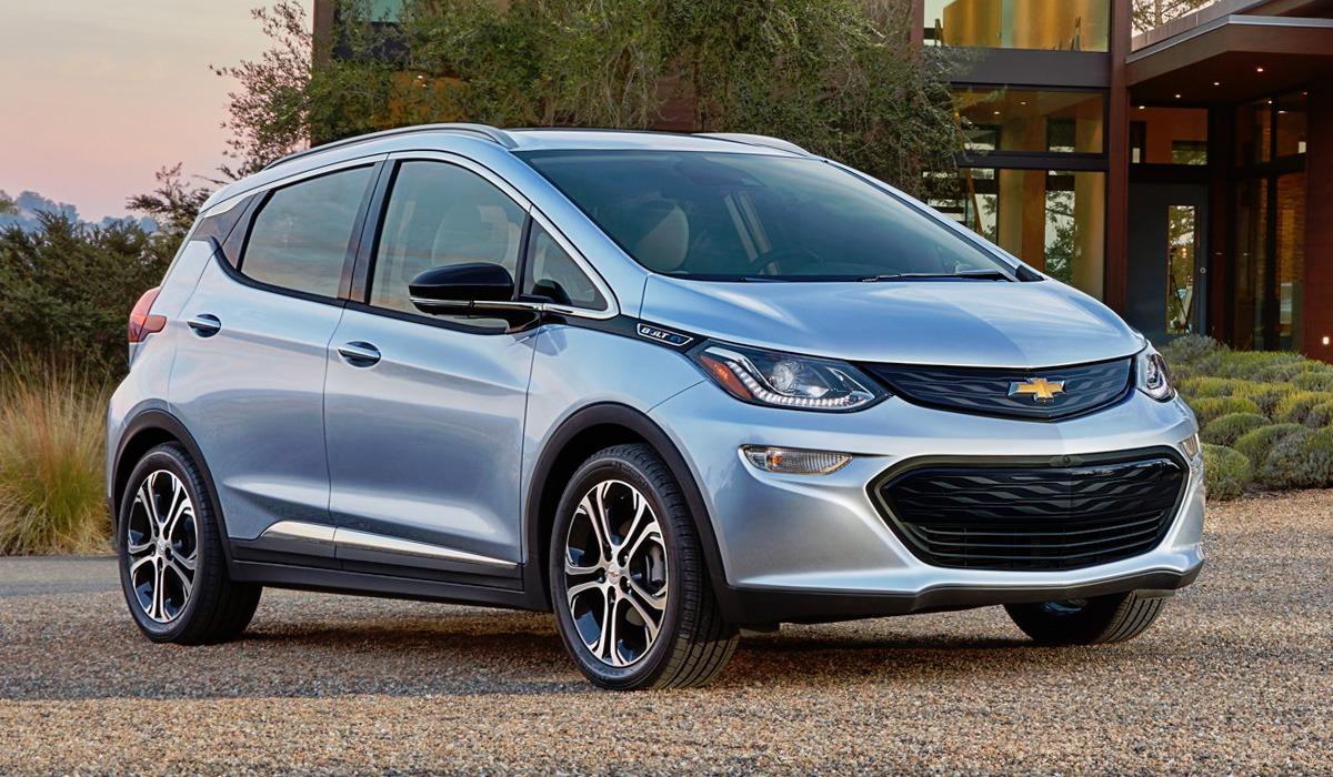 В Chevrolet сделали официальное объявление по поводу причин возгорания электрических Bolt. Все дело в батареях LG, но для возникновения пожара требовалось наличие сразу двух редко встречающихся дефектов.