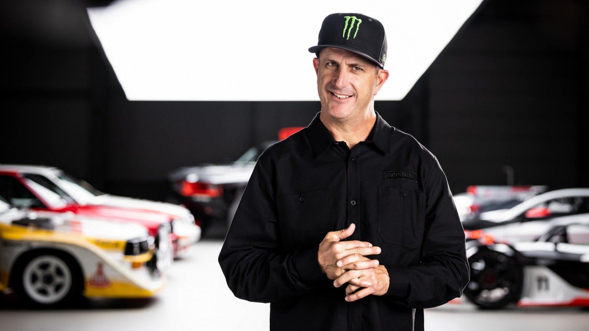 Гонщик и блогер Кен Блок стал частью команды Audi: видео с символическим принятием американца в компанию выложено на официальном канале марки на YouTube. Сам Блок сказал, что он и инженеры фирмы станут создавать новые технологии в сфере электрической мобильности.