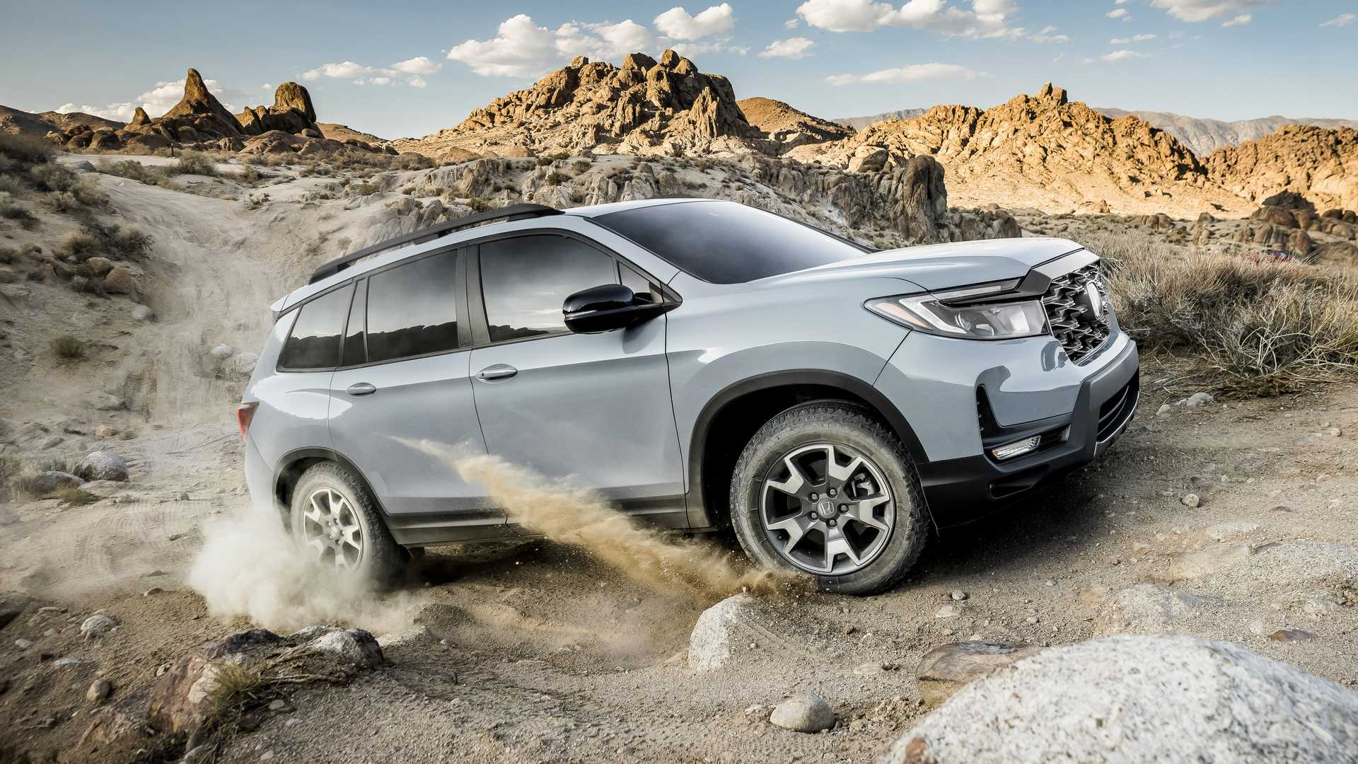 The 2022 Honda Passport facelift is here along with a new off-road-friendly edition called TrailSport. Sales in the United States will begin in winter.
