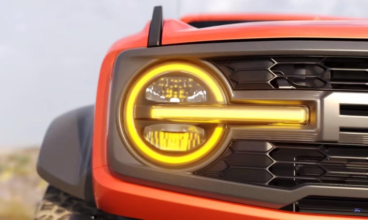 СМИ давно распускали слух о выходе версии Raptor для «Форд Бронко». Такой внедорожник в обильной маскировке не раз появлялся на тестах. И вот теперь производитель официально подтвердил, что такому исполнению быть.