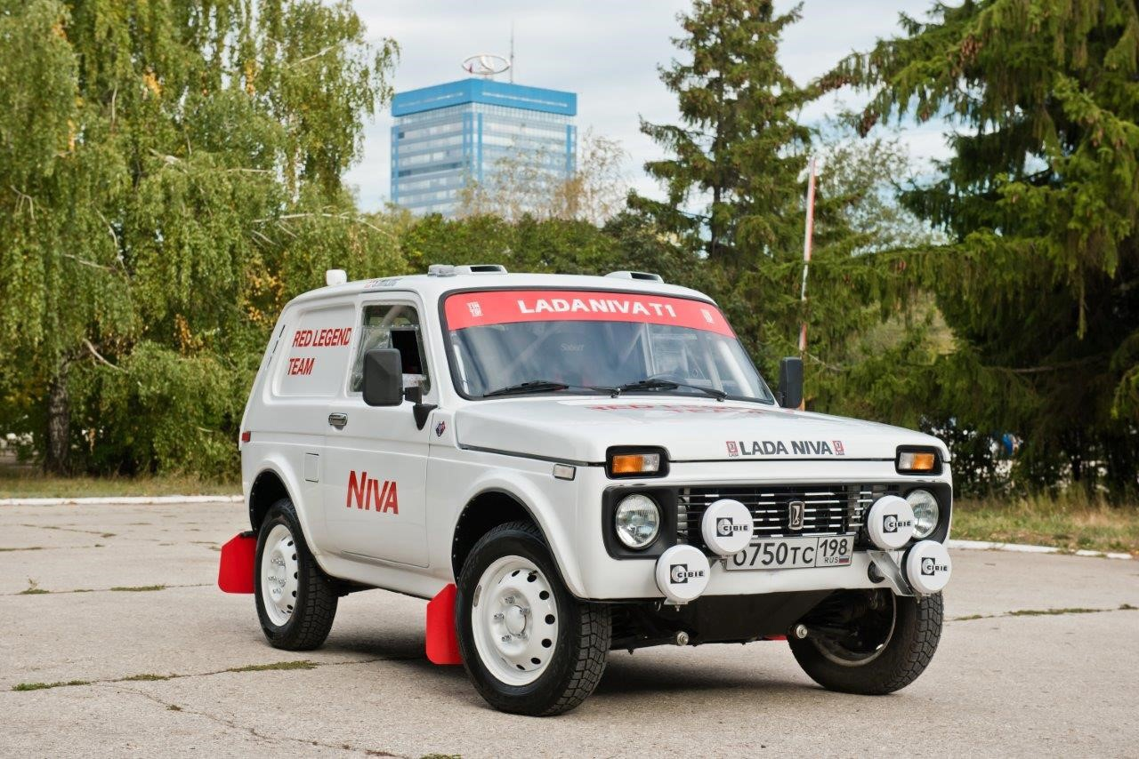 Russian carmaker AvtoVAZ has shown its most iconic off-roader, the Lada Niva, to a team of enthusiasts based in Switzerland. The custom-built car will enter the Dakar Rally next year wearing the livery pictured on the photos here.
