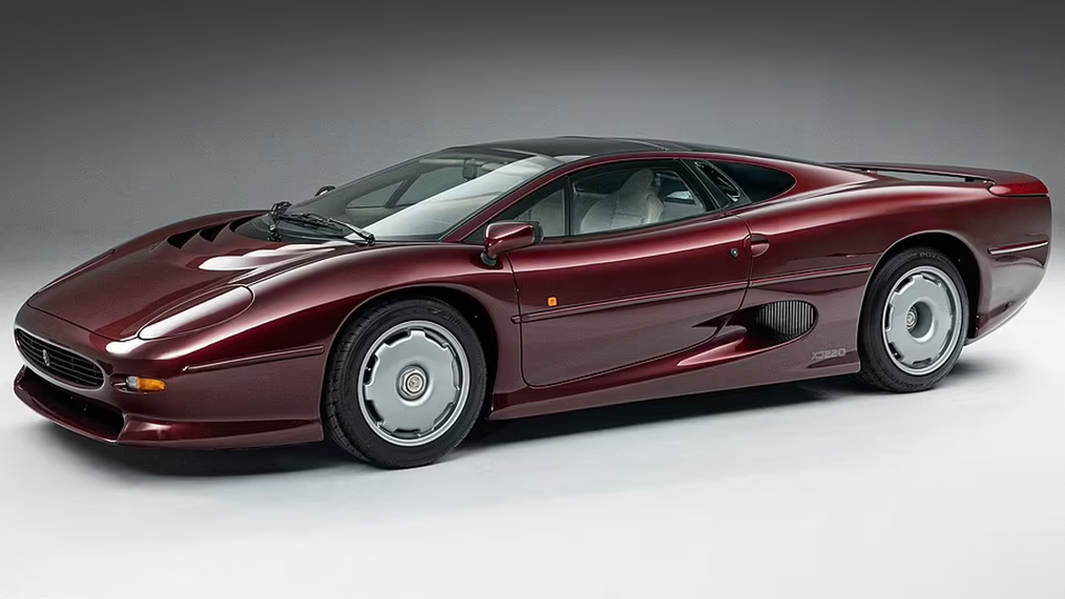 One out of 275 Jaguar XJ220 units has just been sold in Great Britain for a record-breaking amount of £460,000, which roughly translates into $630,000 USD.