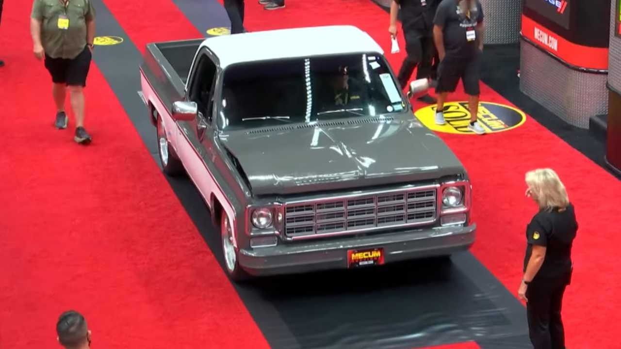 What do you even know about bad luck? Imagine having a rare collector's Chevy C10 pickup dating back to 1980 and bringing it to Mecum's only to damage its hood cover minutes before the sale begins.