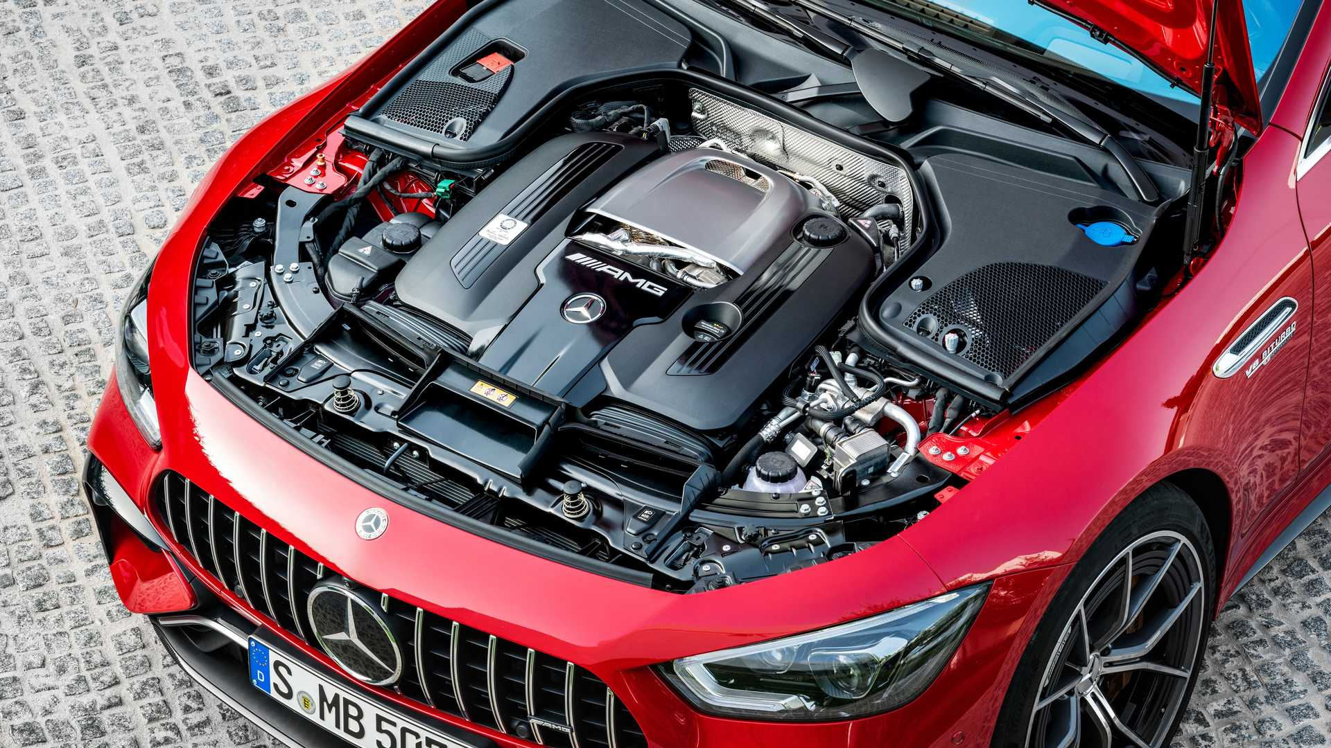 We reported several days ago that Mercedes-Benz paused new V8 car deliveries in the USA citing supply issues. Road&Track now claims that a Mercedes-AMG executive gave it a brief explanation of the situation.