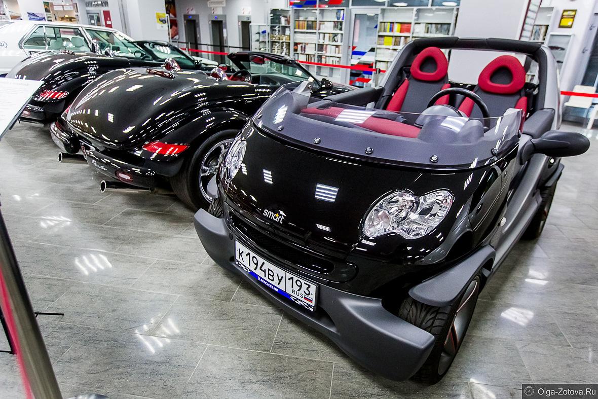 В российском Сочи продают редкую версию Smart ForTwo – спидстер Crossblade. Вероятно, машина служила шоу-каром: она серьёзно доработана, а проехала за 19 лет крайне мало. Цена – 1,5 млн. рублей.