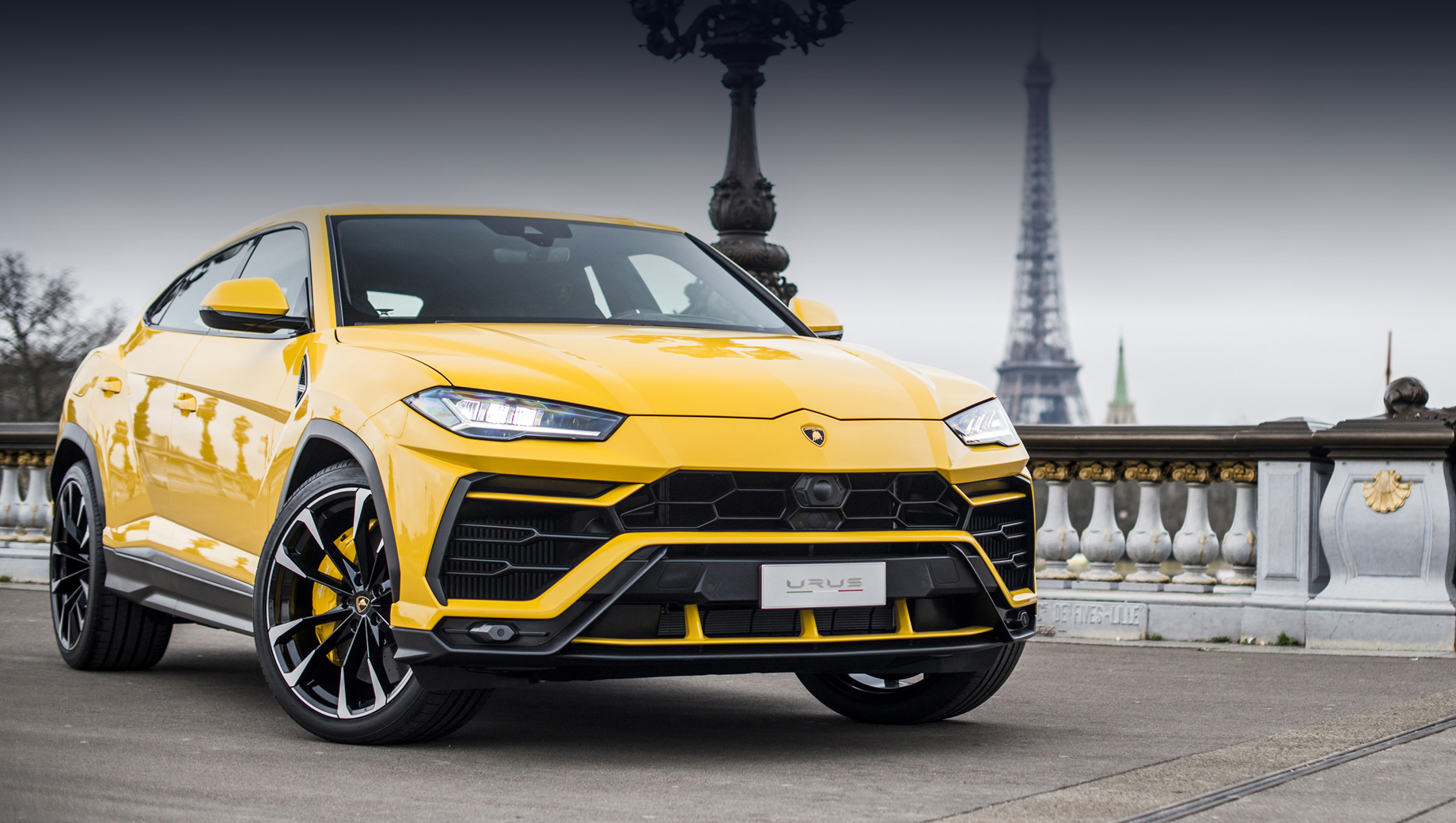 According to Automotive News, Lamborghini might be busy cooperating with Audi and Porsche to design a four-seater electric car, which is far from what it usually does. Reportedly, it will be the fastest vehicle based on the new Scalable Systems Platform (SSP).