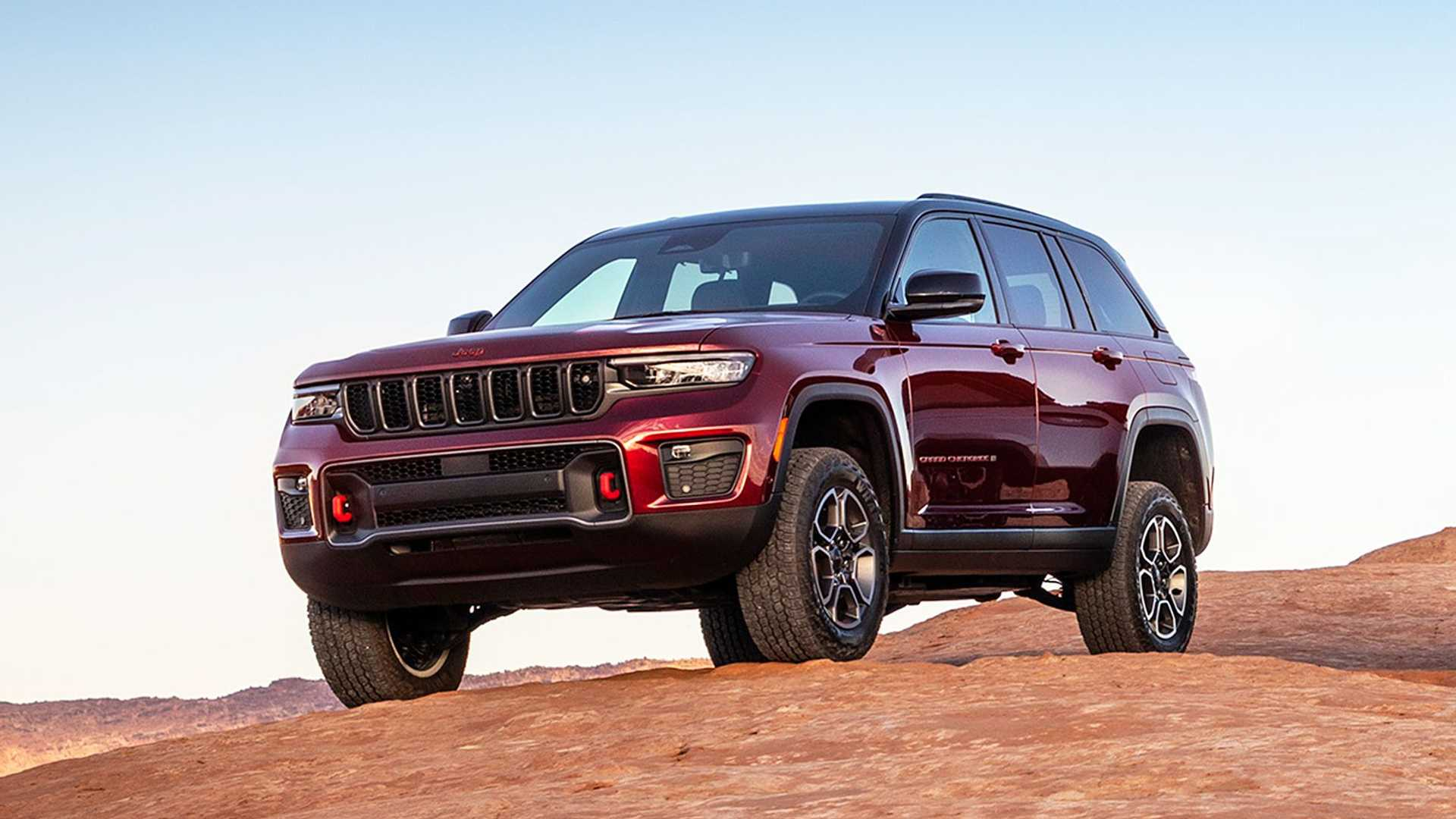The seven-seat variant of the Jeep Grand Cherokee went into next generation at the beginning of 2021, and the two-row version has only followed it now.