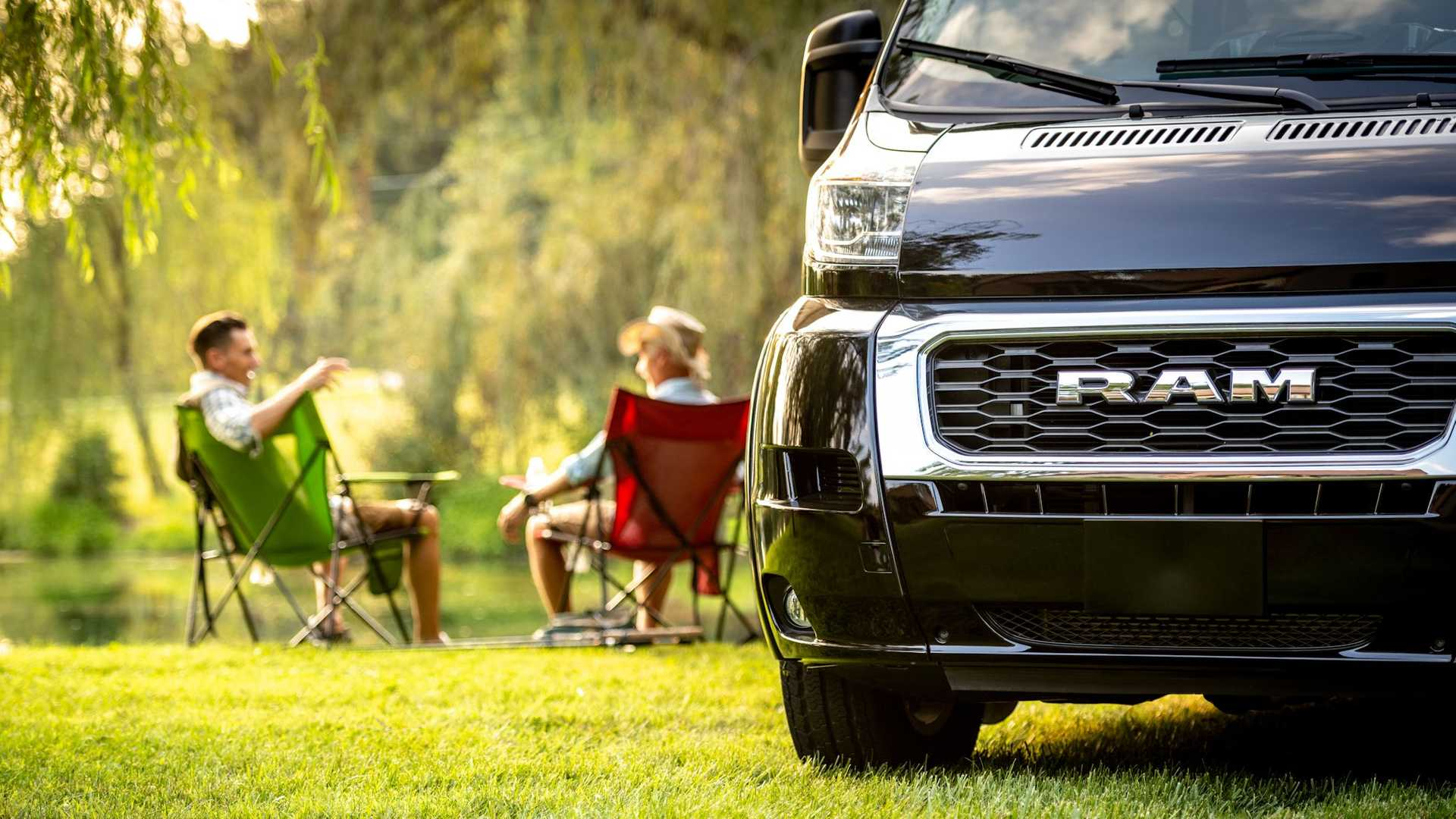 A campervan is much more versatile than a full-blown motorhome in terms of passability and parking opportunities, but living in a cramped space can be frustrating for some. Ultimate Toys seems to have addressed it perfectly in its latest project.