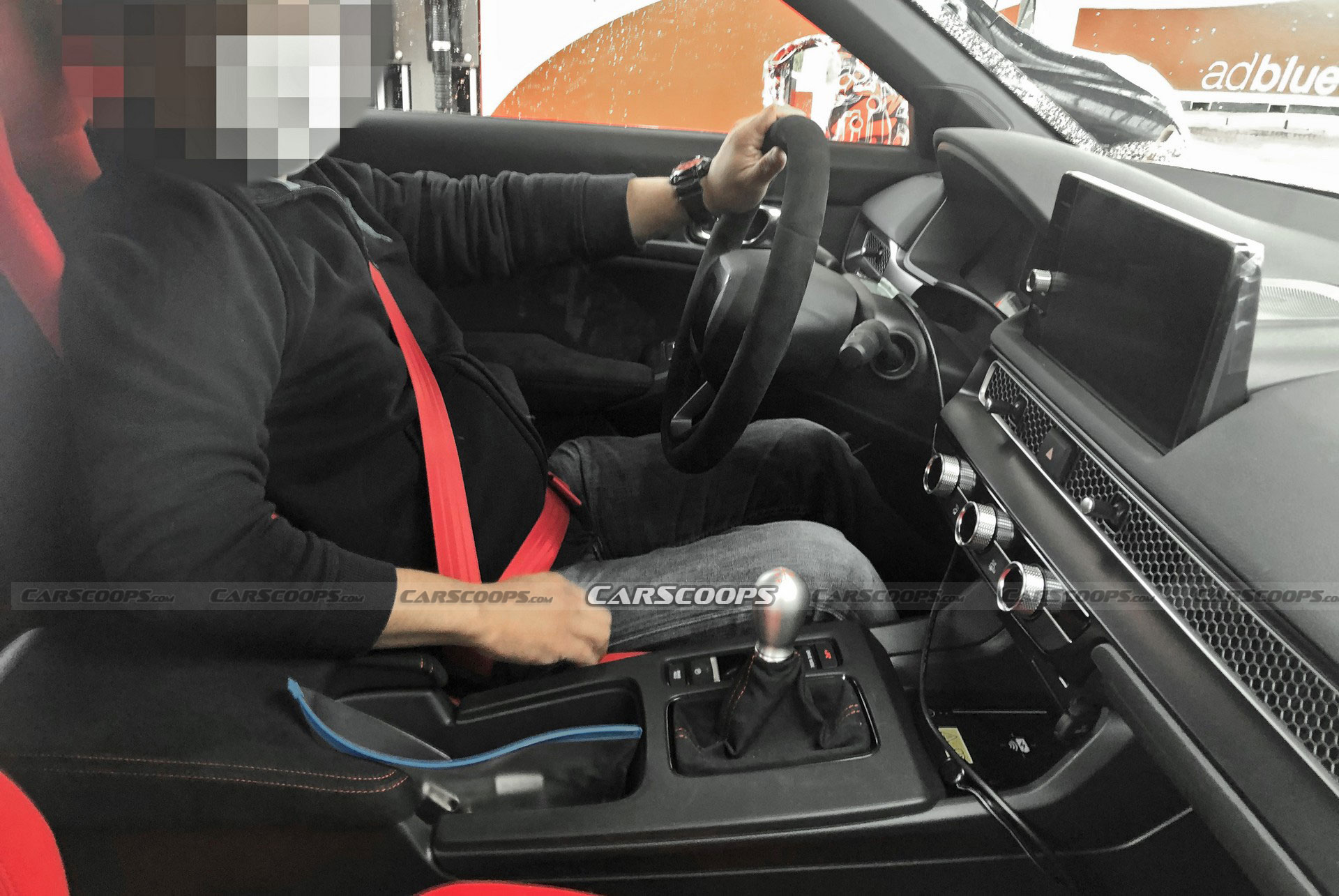 The camera-wielding crowd has managed to snap a few cabin pics of the still-to-be-launched 2022 Honda Civic Type R. It seems that the car will be trimmed with Alcantara and offer comfortable seats with enhanced lateral support alongside integrated headrests.