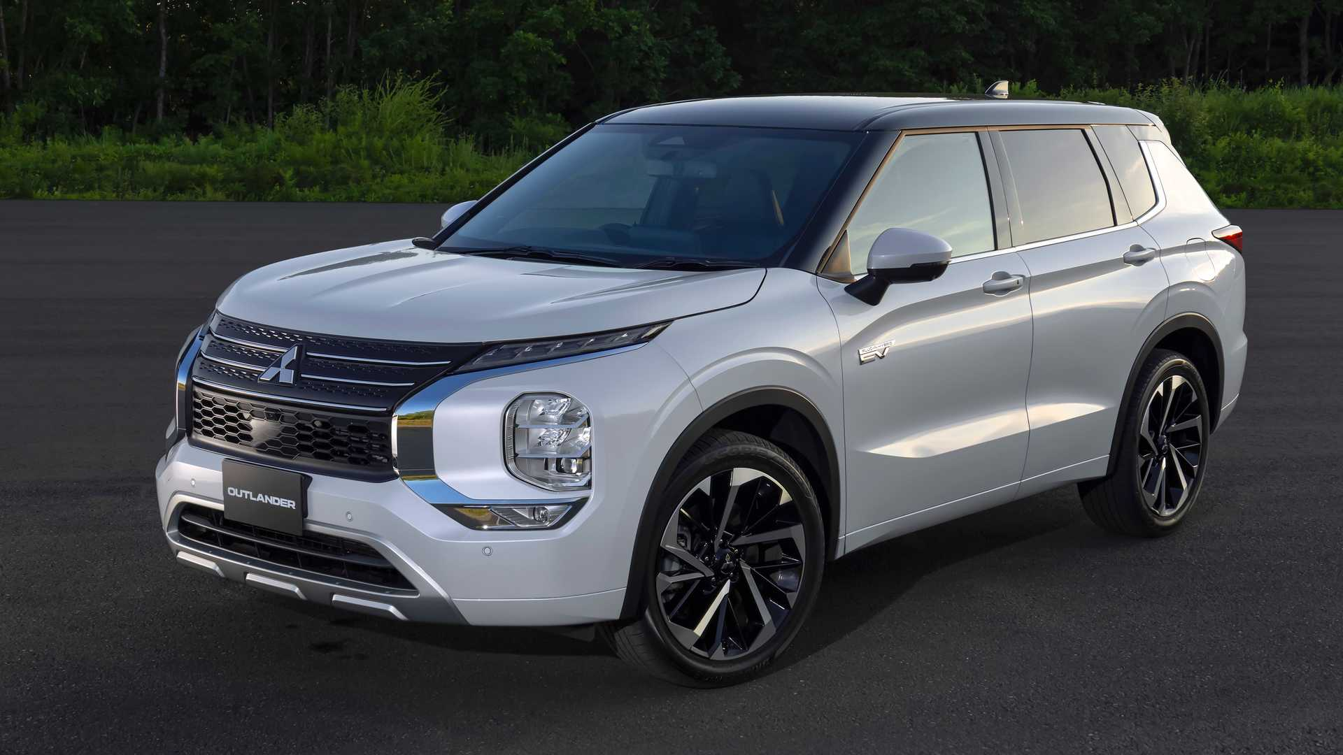 Mitsubishi announced today that the premiere of a plug-in hybrid Outlander SUV would take place on Thursday, October 28, 2021. In the meantime, here are some new images showing the car from the outside and inside.