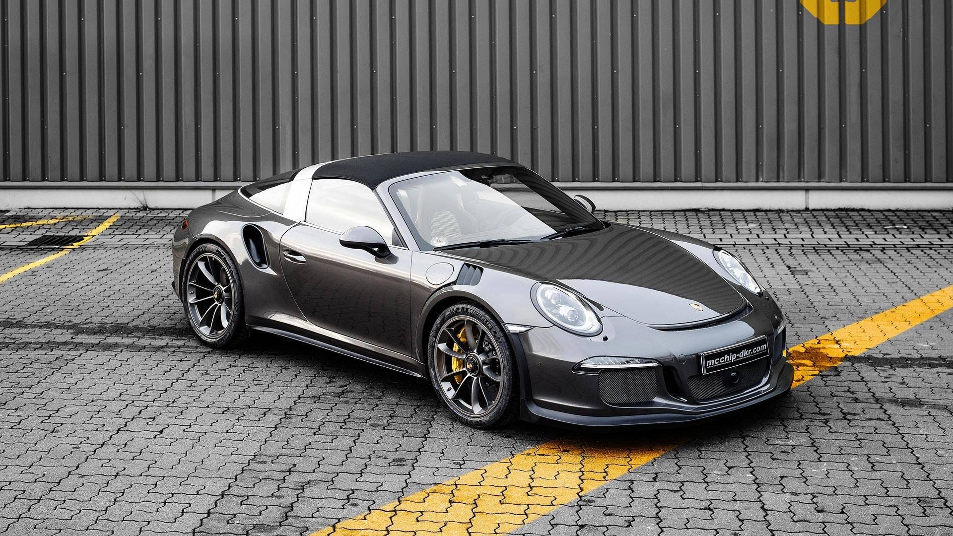 Специалисты немецкого тюнинг-ателье mcchip-dkr добавили мощности двигателю 911 Targa 4 GTS, доведя ее до уровня модели GT3