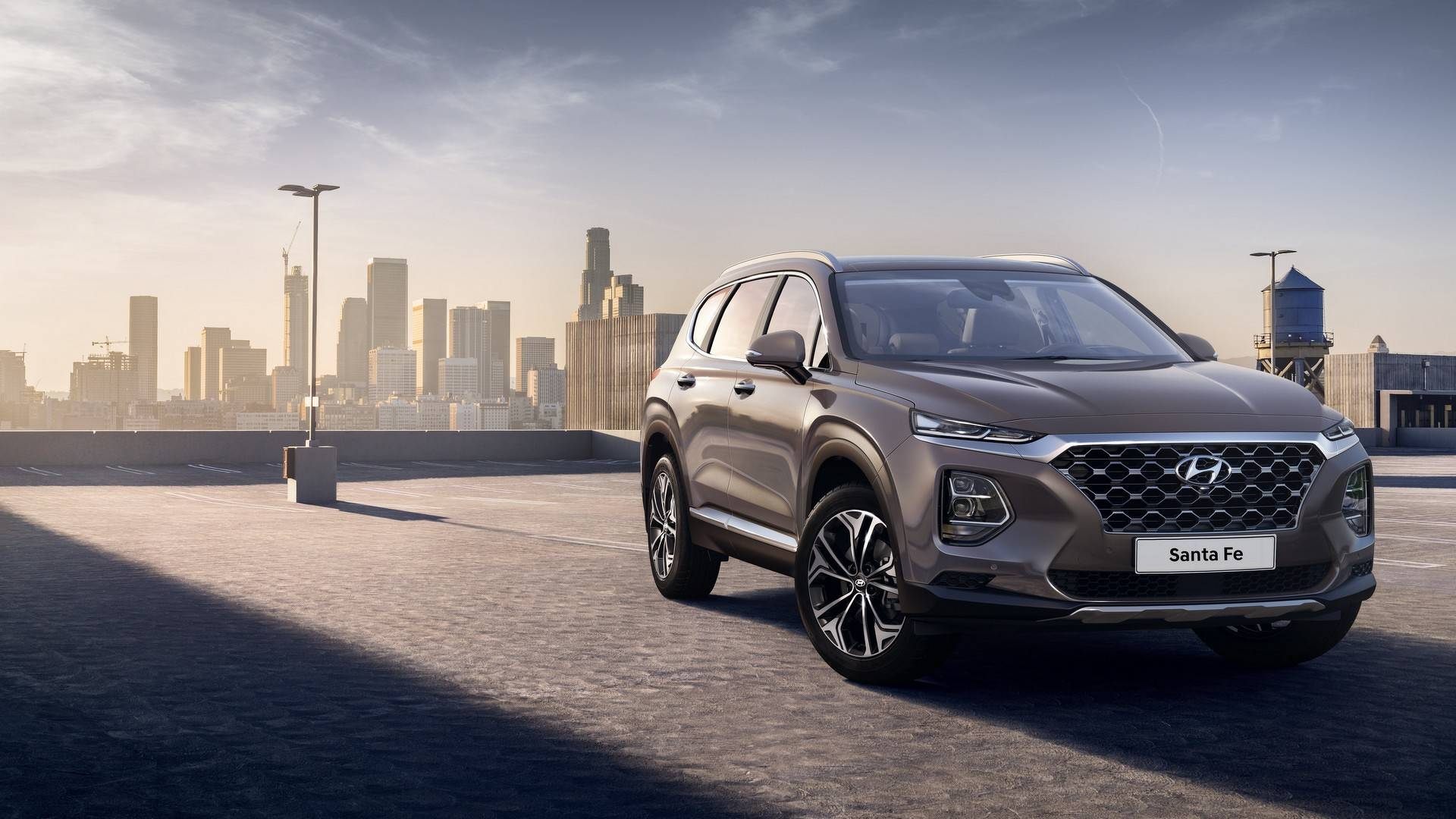 Hyundai has posted online another video centered on its fourth-generation Santa Fe crossover SUV