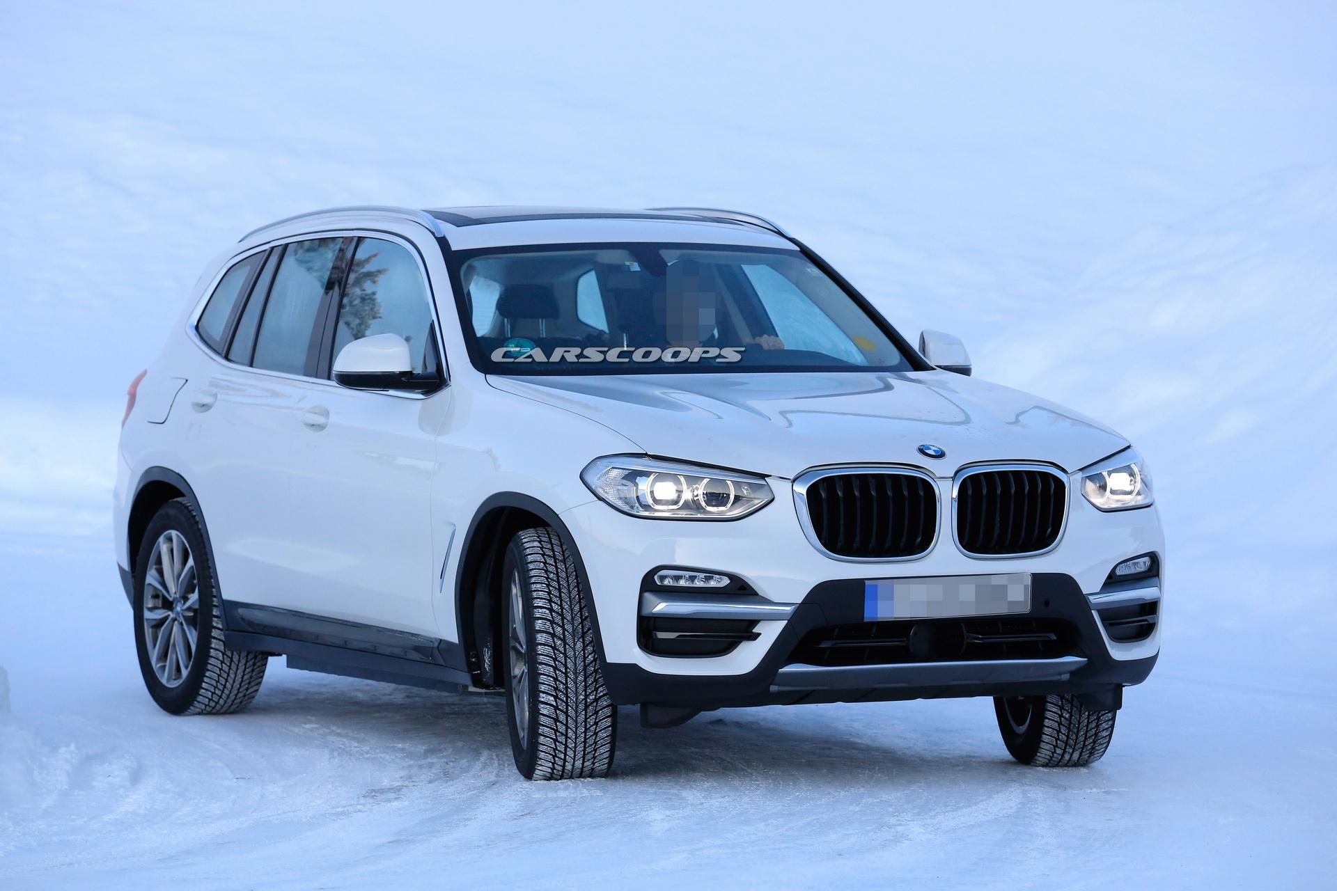 Стараниями папарацци в Интернете появились фотографии двух новых версий внедорожника BMW X3, оснащенных полностью электрическими силовыми установками
