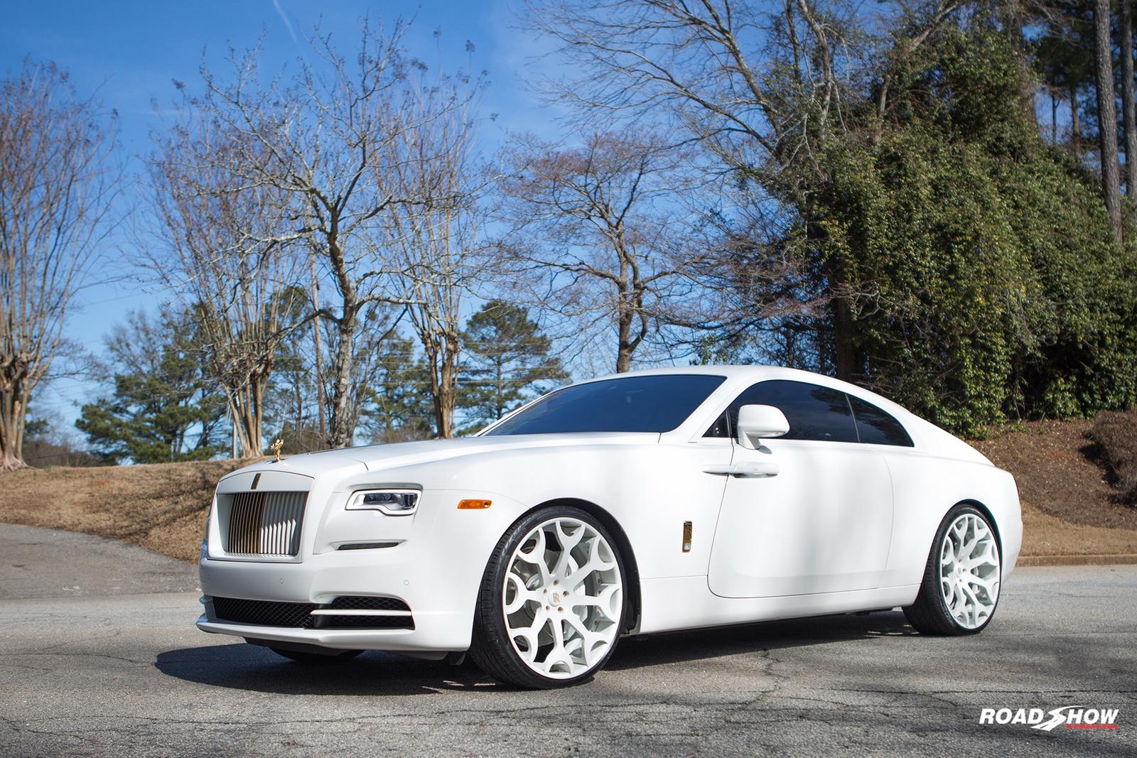 Американское ателье RoadShow International официально представило свой новый проект — «доработанный» Rolls-Royce Wraith