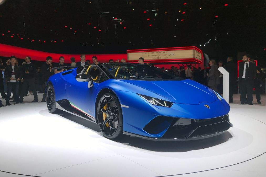 The supercar lost its roof in favor of a folding soft top and is now known as the Spyder