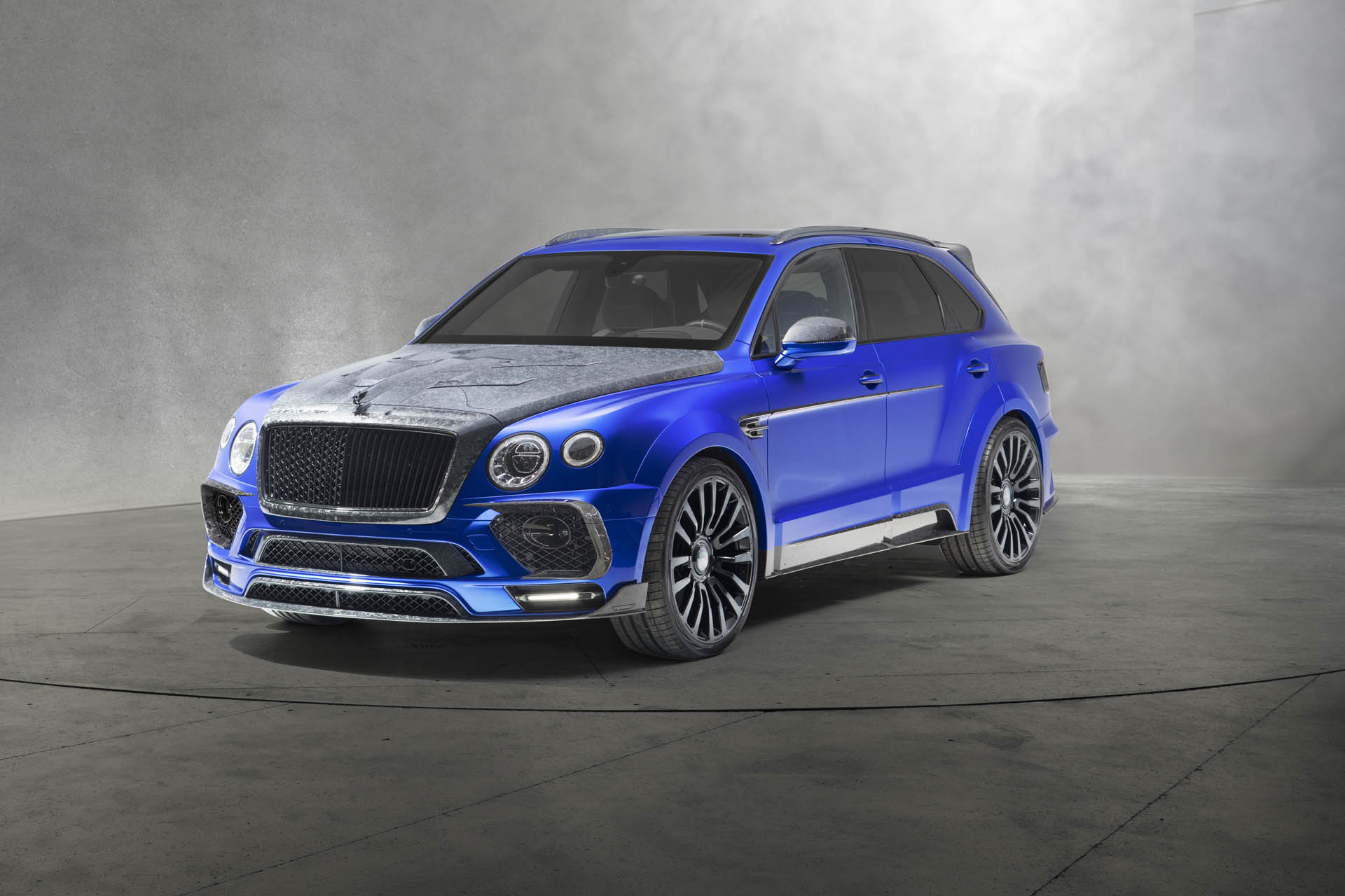 The car customization atelier Mansory has come to the Geneva Motor Show 2018 with a unique take on the Bentley Bentayga crossover SUV, named Bleurion Edition