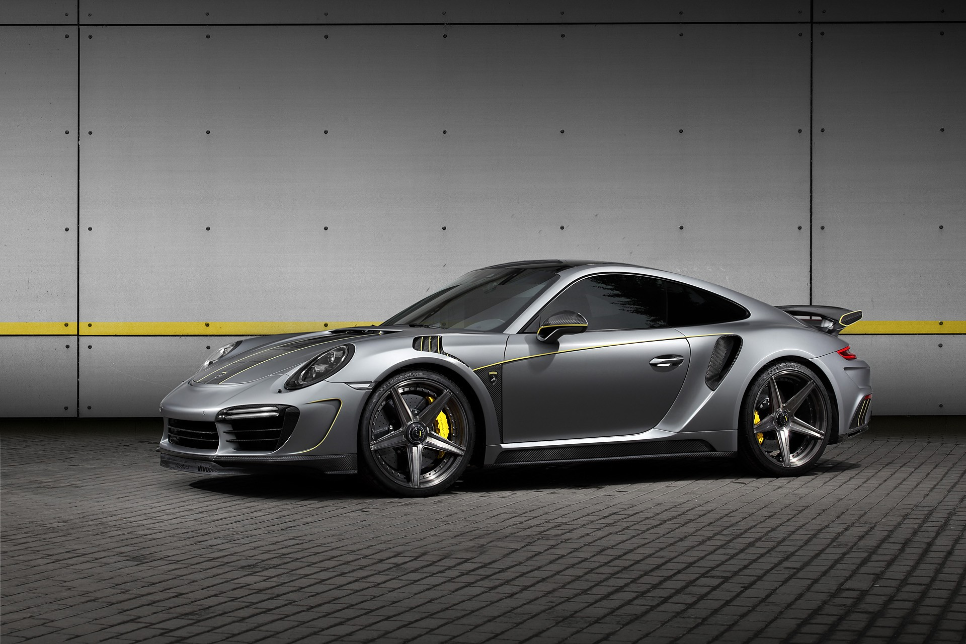 The Russian tuning atelier TopCar has issued an extensive upgrade kit for the popular Porsche 911 Turbo S sports car