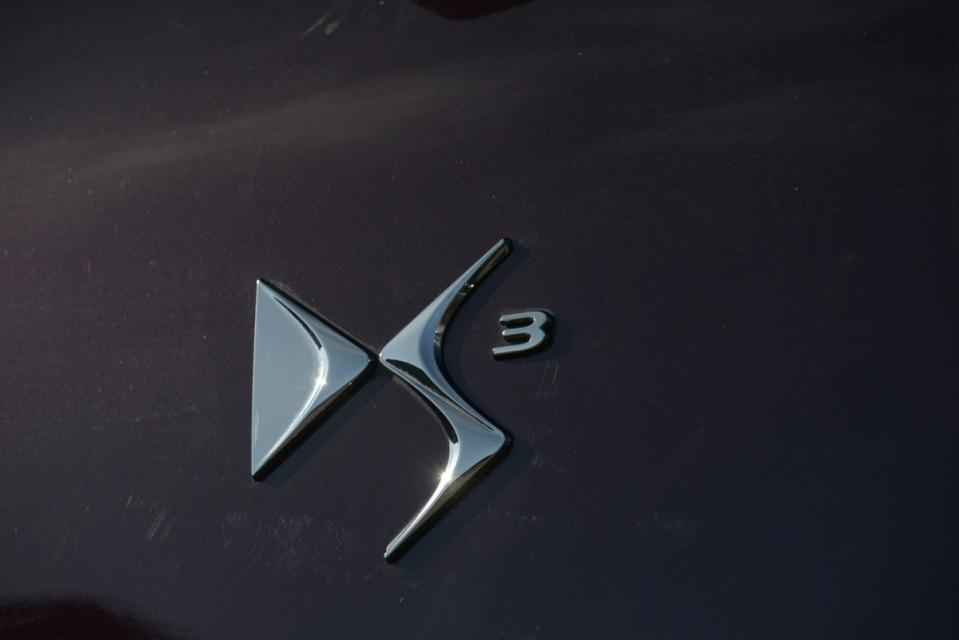A new all-electric crossover SUV model named DS 3 Crossback will celebrate its public debut at the International Motor Show in Paris