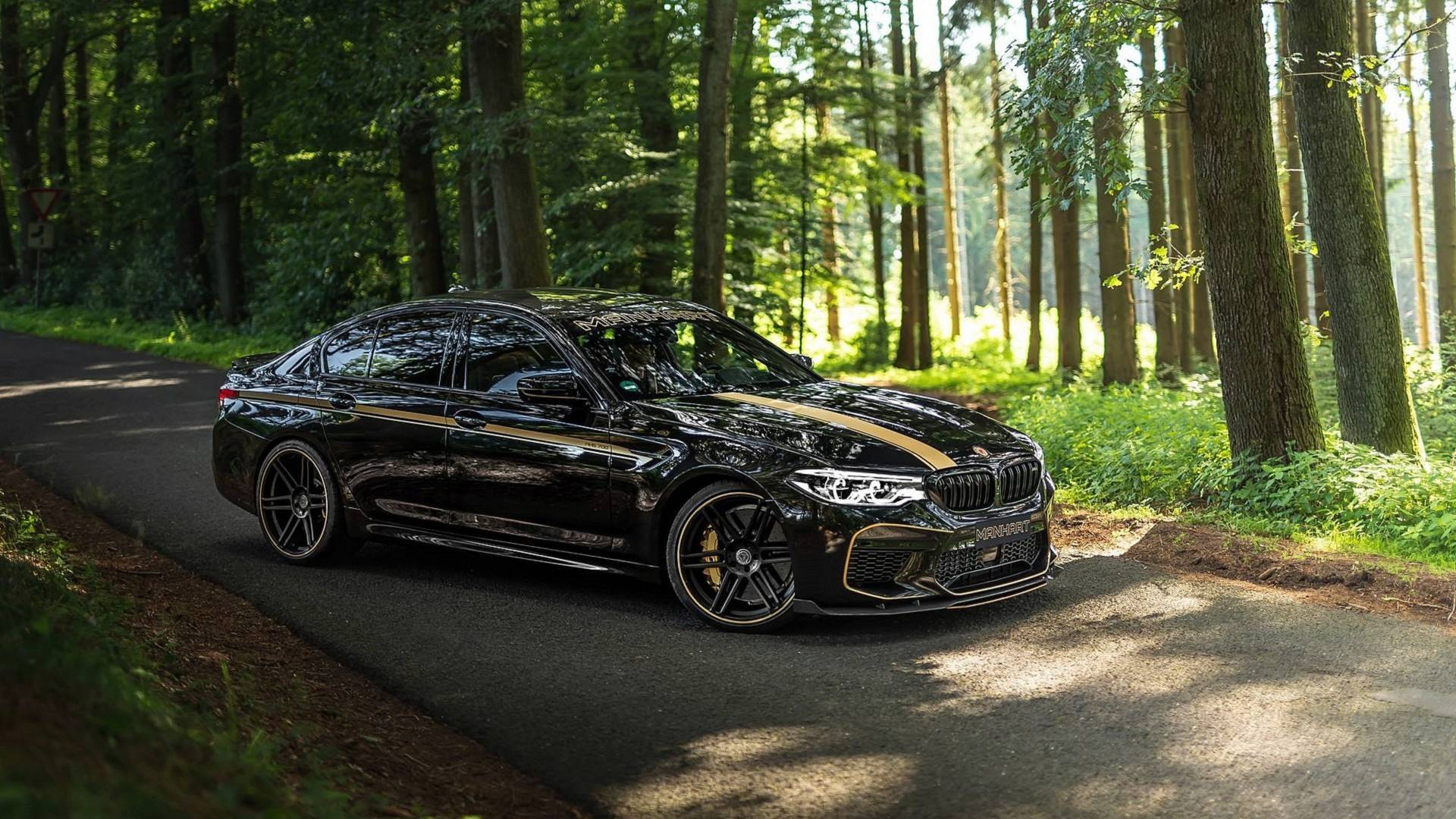 The car tuning shop Manhart has launched the MH5 700 upgrade package meant exclusively for the BMW X5 Competition (F90) sedan