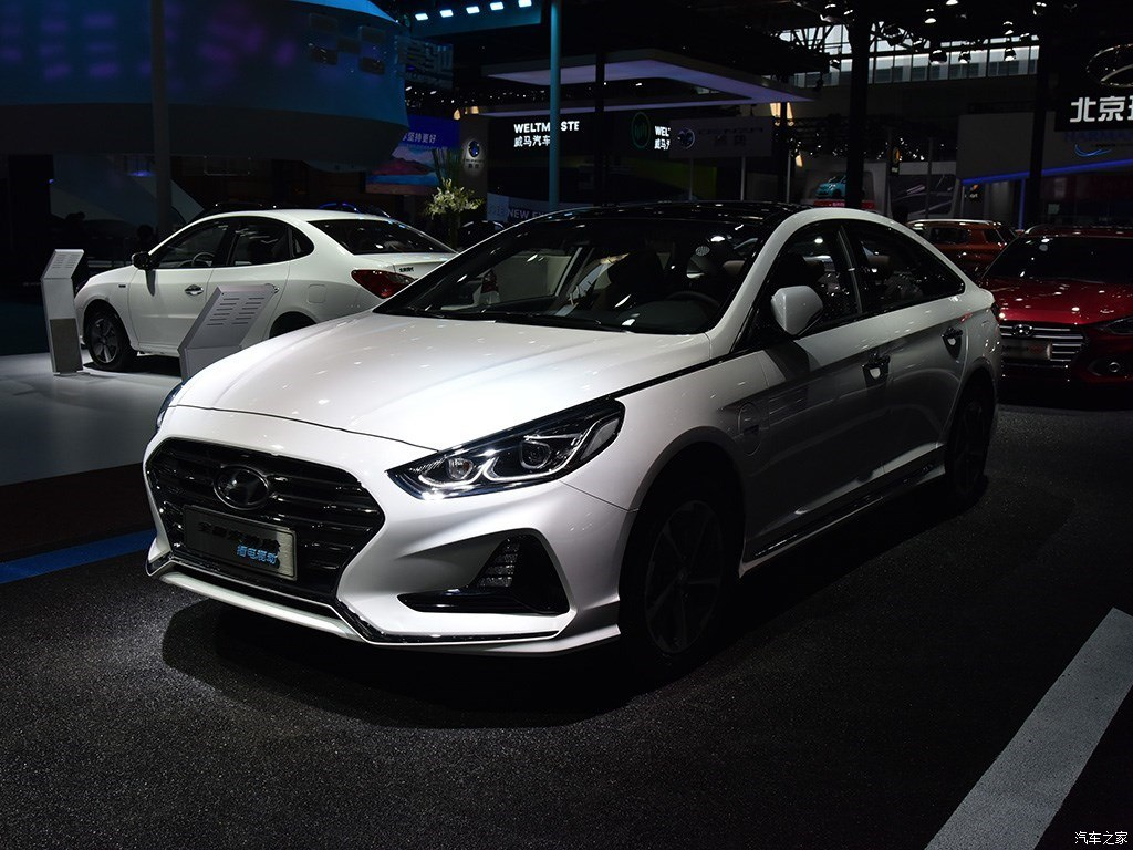The South Korean automotive giant Hyundai has opened pre-orders for the new Sonata PHEV sedan