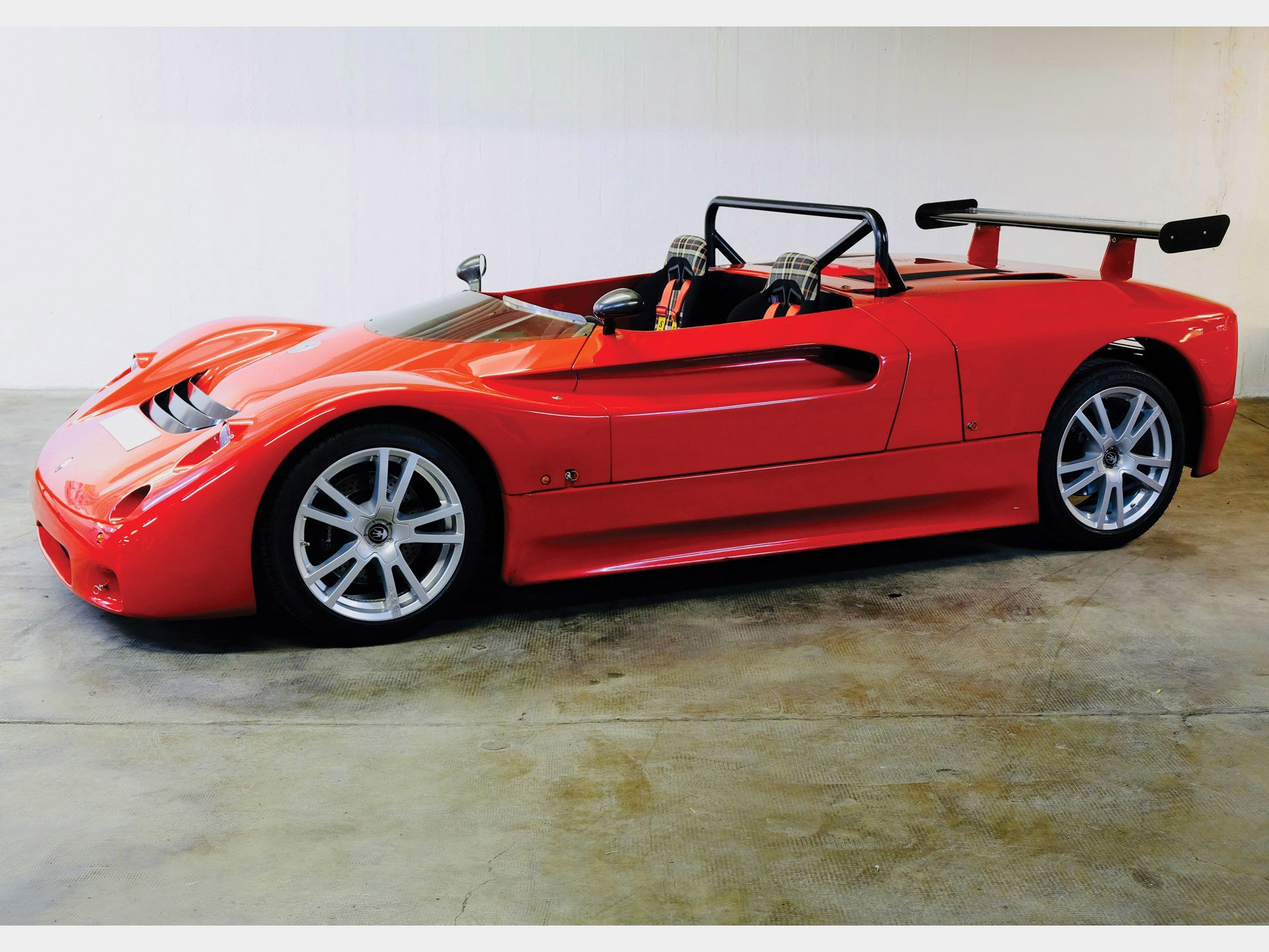 Sotheby's will be holding an auction for a unique two-seat Maserati Barchetta racecar issued in a limited series of 17 copies especially for the company's single-make racing series